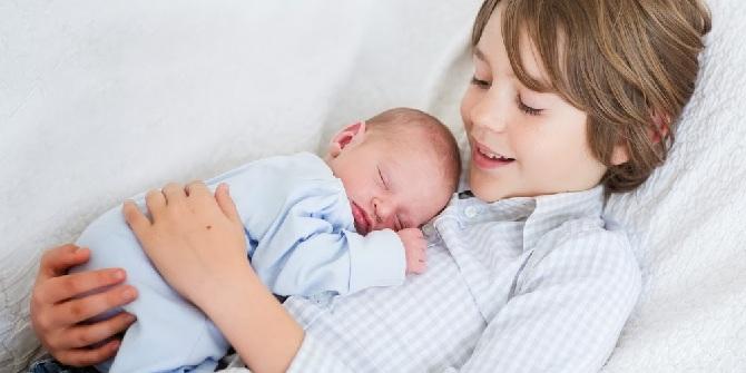 Подросток и младенец