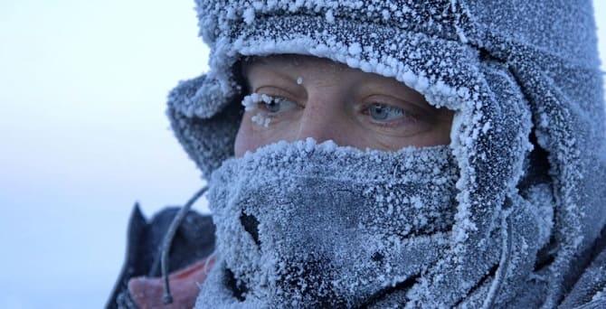 Человек замерз