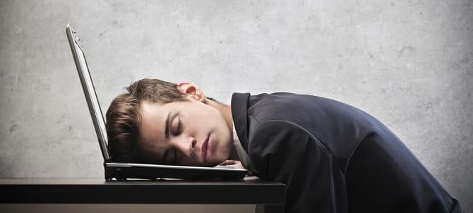 Парень устал