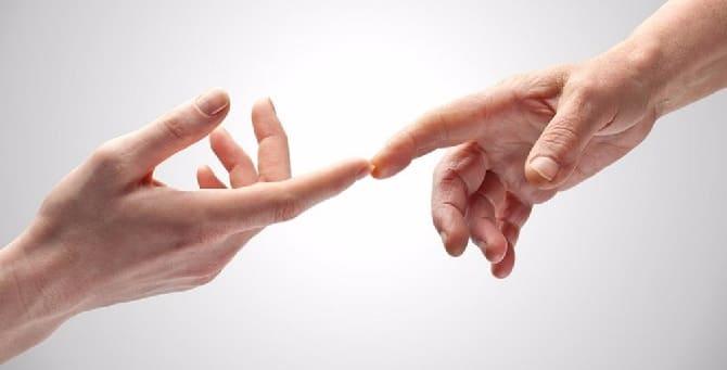 Пальцы соприкосаются