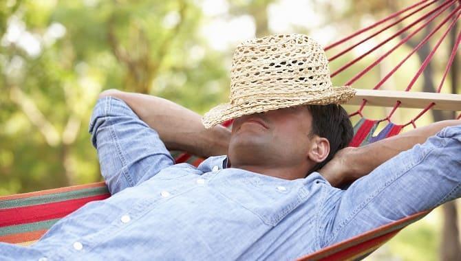 Мужчина отдыхает