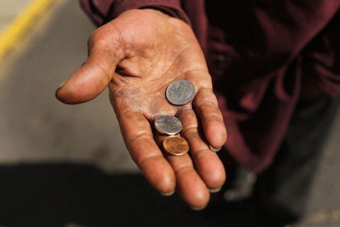 Мелкие монетки в ладошке