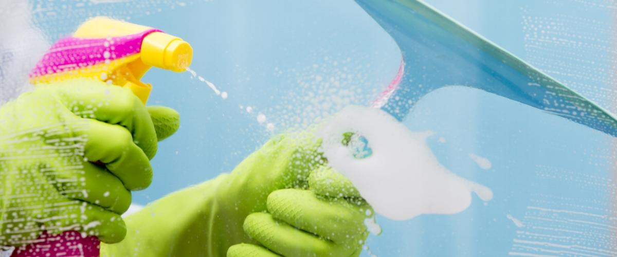 Чем вымыть душевую кабину от налета