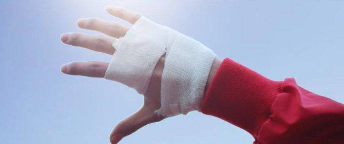 Рука перевязана