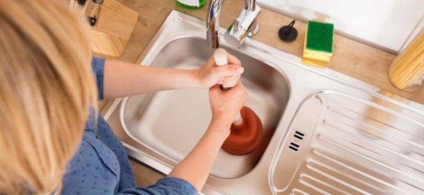 Как устранить засор в раковине на кухне самостоятельно