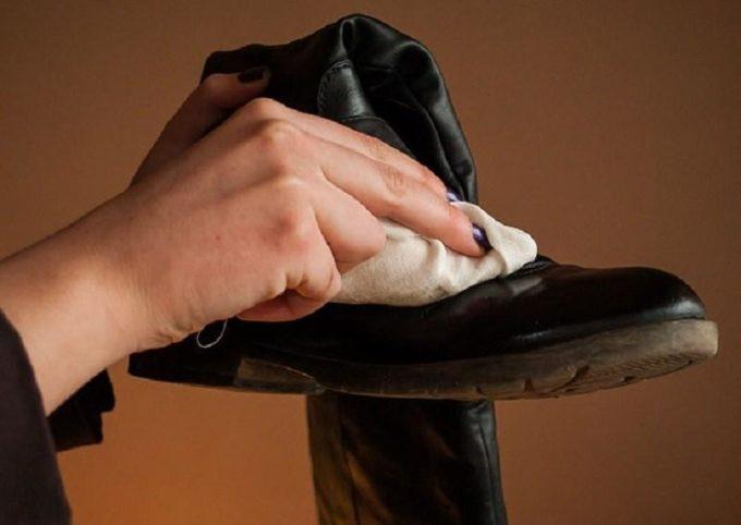 Мыть кожаную обувь