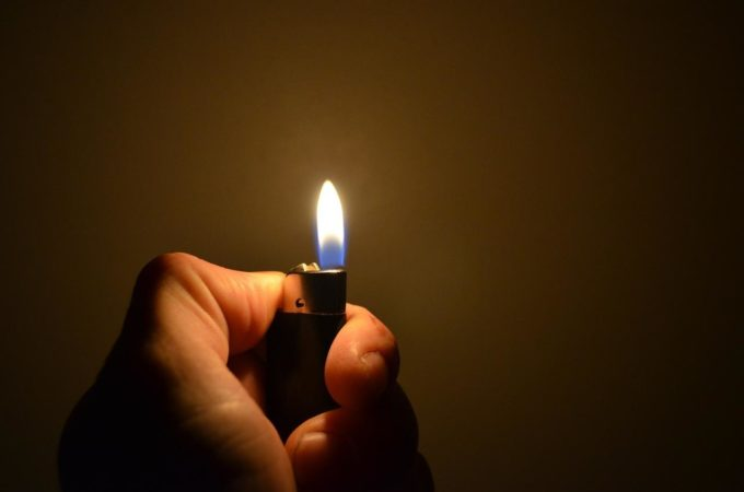 Огонь зажигалки