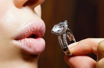 Девушка с бриллиантовым кольцом