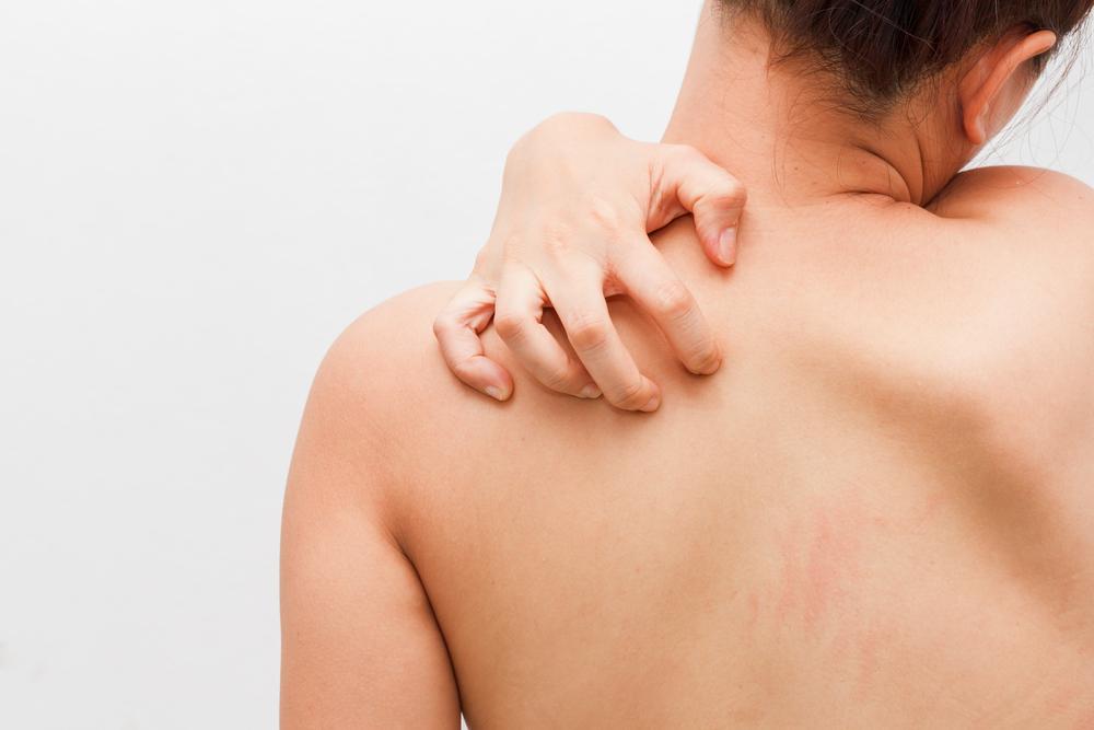 К чему чешется спина - приметы для мужчин и для женщин