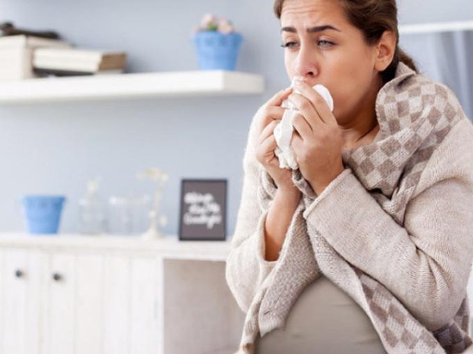 Беременная девушка заболела