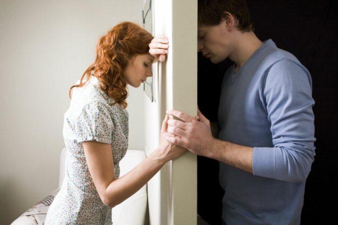 Девушка с парнем ругаются