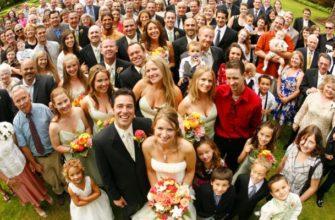 Много гостей на свадьбе