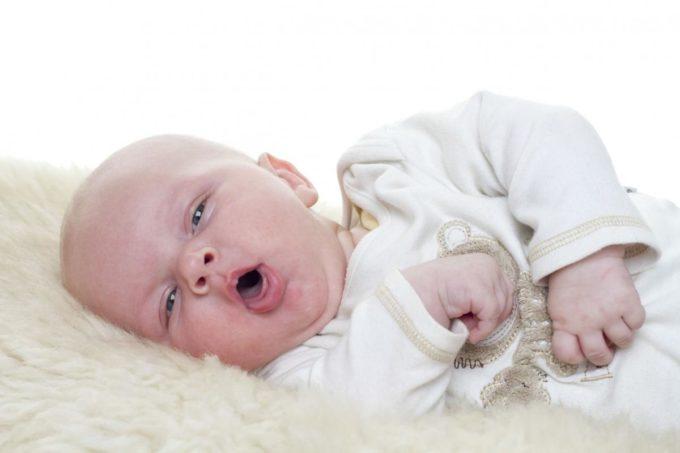 Младенец кашляет