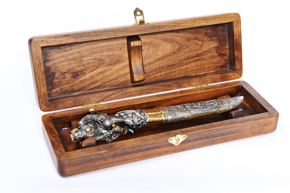 нож в качестве подарка
