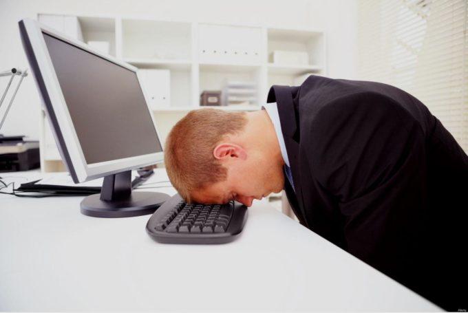 Парень устал от работы