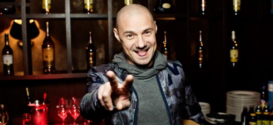 Алексей в баре