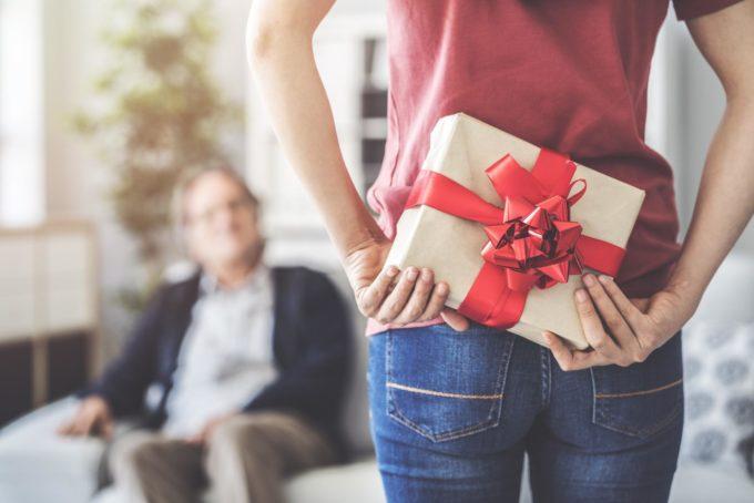 Подарок за спиной